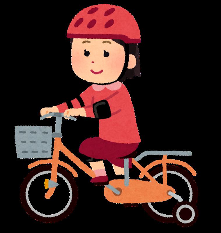補助輪付き自転車に乗る子供